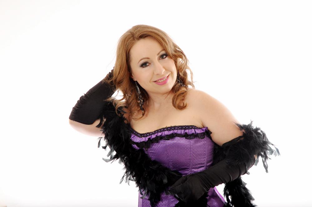 opera_az_asszony_ingatag_palotas_agnes